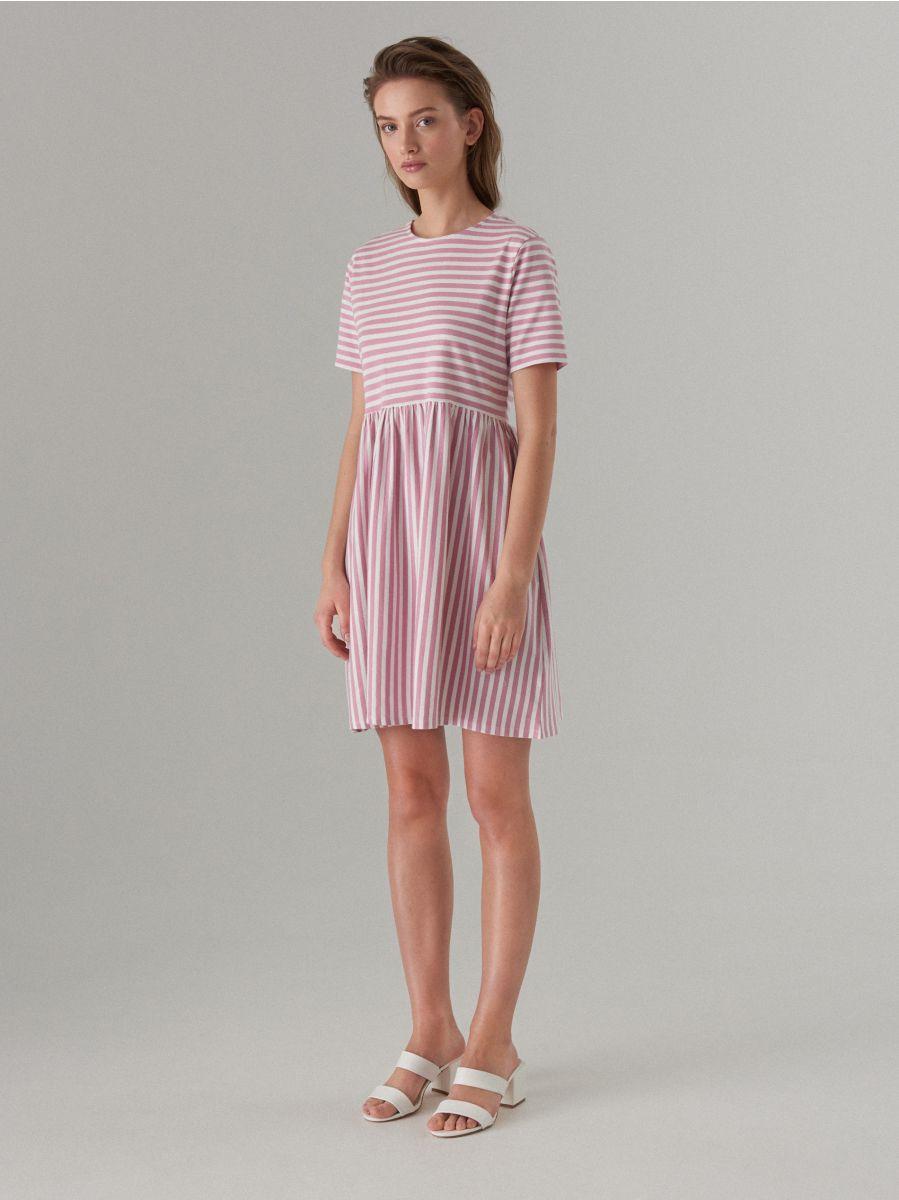 платье в полоску розовое