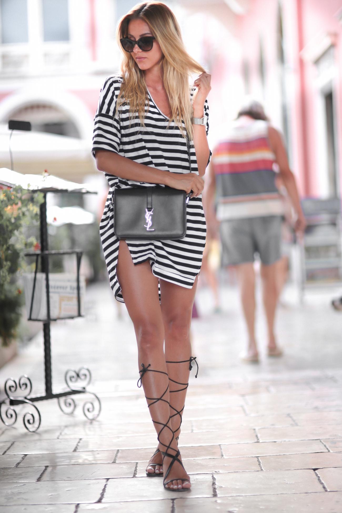 платье в полоску сандалии
