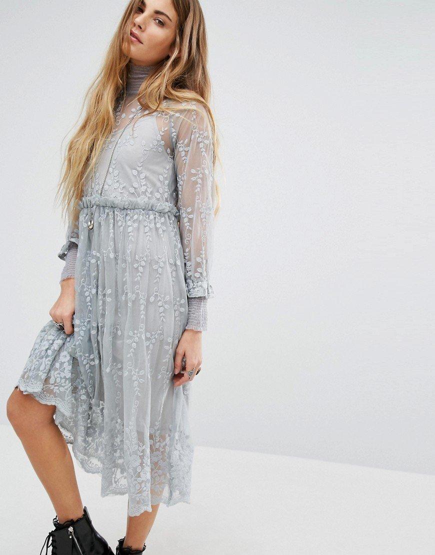 серое платье с кружевом летнее