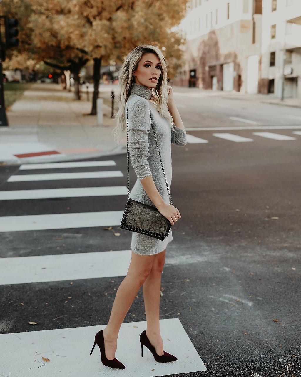 серое платье туфли
