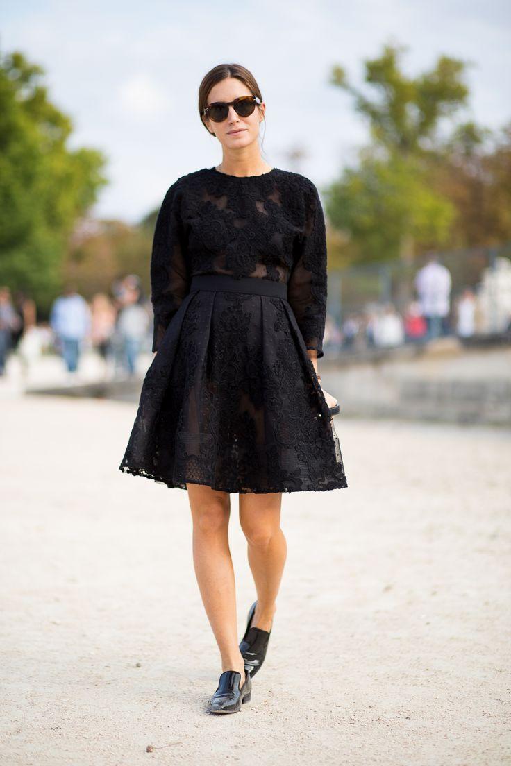 кружевное платье и лоферы