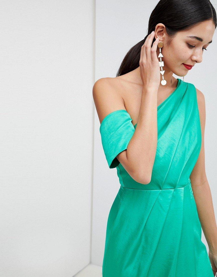 платье на одно плечо серьги