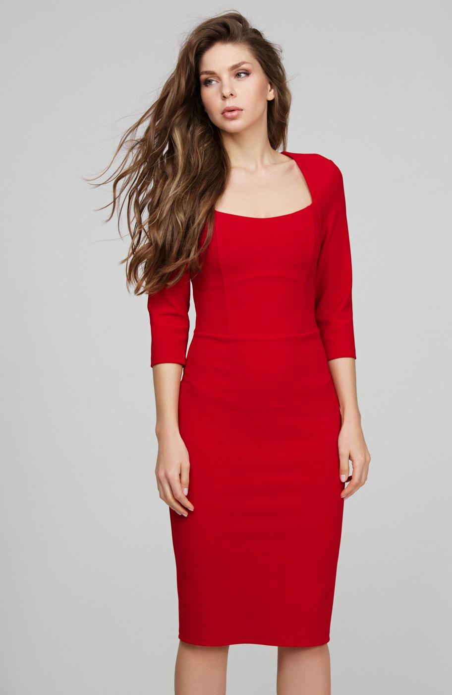 платье-футляр с рукавом три четверти