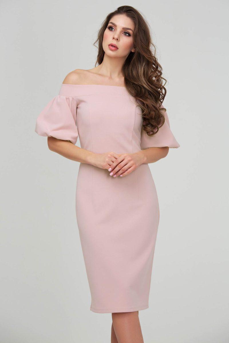 платье футляр пудрового цвета