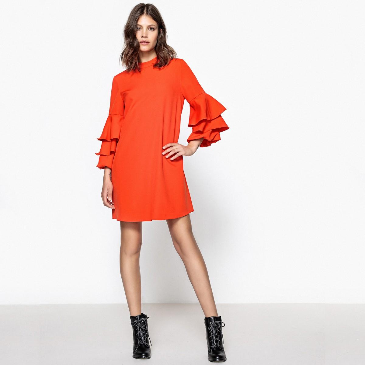 платье с воланами прямое