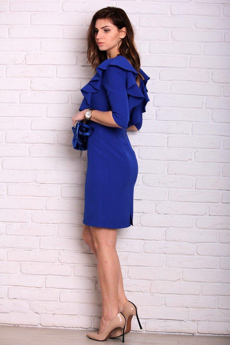 платье с воланами синее