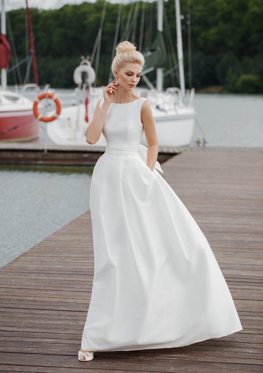 платье а-силуэта свадебное атласное