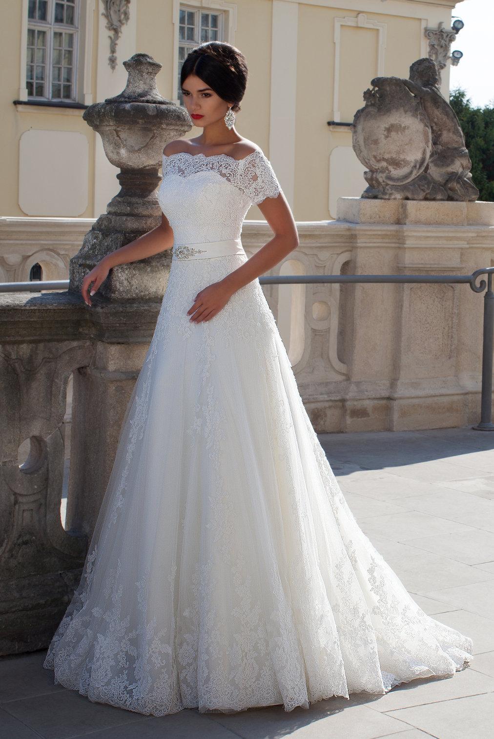 платье а-силуэта свадебное с кружевом