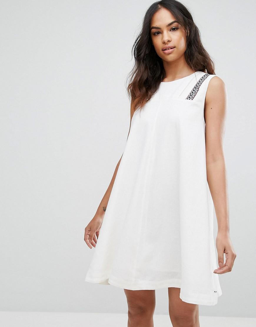 платья а силуэта белое
