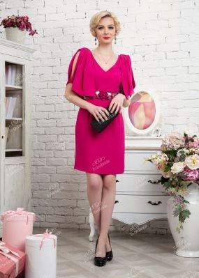 Розовое коктейльное платье с глубоким декольте 335