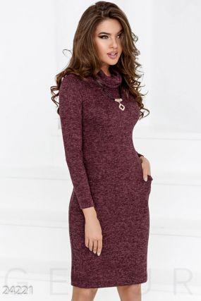 Трикотажное платье-хомут