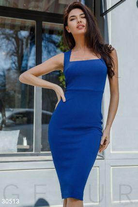 Деловое приталенное платье