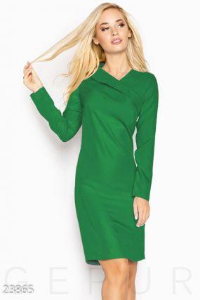 Яркое деловое платье