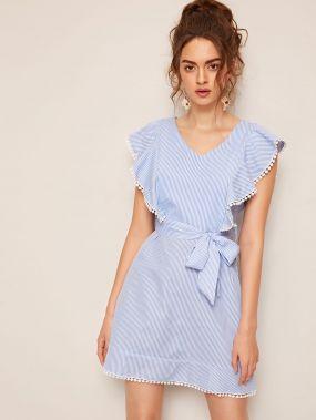 Полосатое платье с кружевной отделкой и поясом