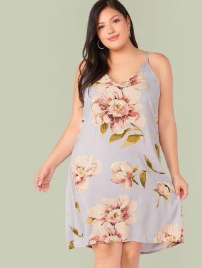 Платье с цветочным принтом и глубоким V-образным вырезом размера плюс