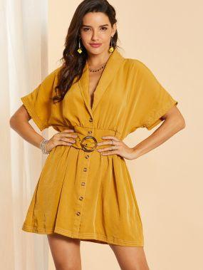 Платье с поясом, пуговицами и глубоким V-образным вырезом
