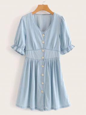 Однотонное джинсовое платье с оригинальным рукавом