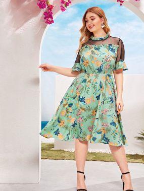 Платье размера плюс с сетчатыми вставками и цветочным принтом
