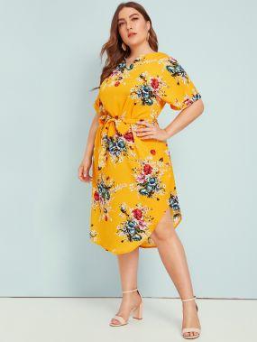 Платье с выгнутым подолом, поясом и цветочным принтом размера плюс