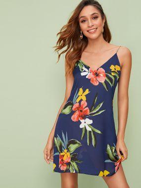 Платье на бретелях с цветочным принтом и V-образным вырезом