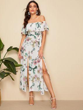 Разрезное платье с открытыми плечами и цветочным принтом