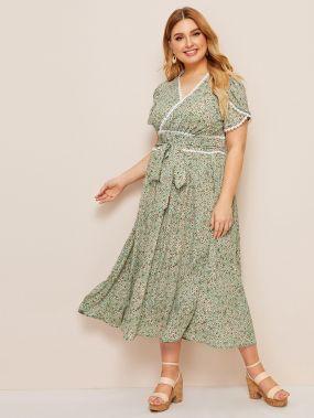 Платье с поясом, кружевом и цветочным принтом размера плюс