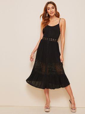 Платье с кружевной вставкой и пуговицами