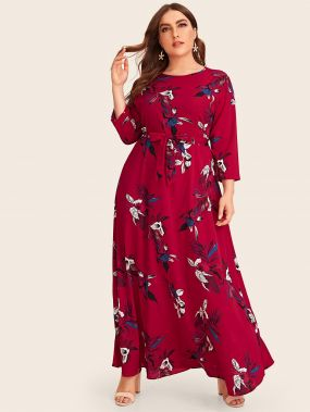 Длинное платье размера плюс с цветочным принтом и поясом