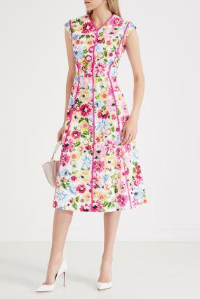 Розовое платье без рукавов