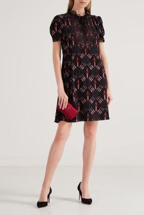 Черное платье с цветным узором