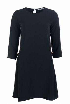 Черное трикотажное платье с поясом