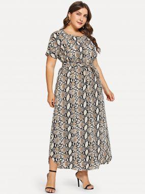 Размера плюс платье с поясом и принтом змеиным