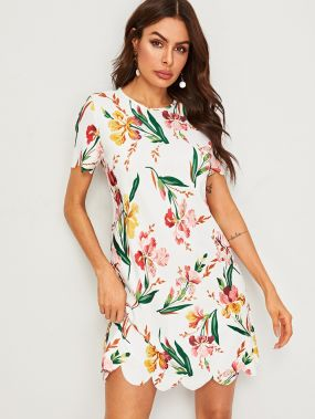 Платье с фестончатым краем и цветочным принтом