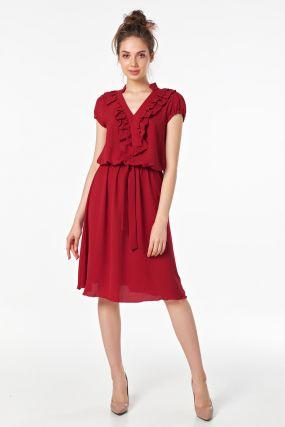 Платье с вырезом на спине и свободной юбкой
