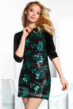 Необычное бархатное платье
