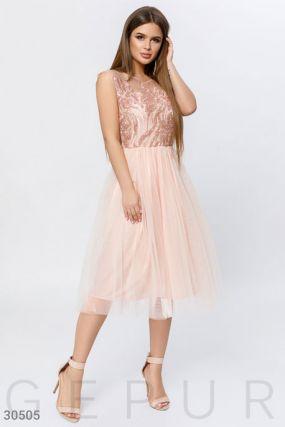 Трендовое платье с пайетками