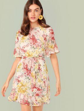 Платье с цветочным принтом, поясом и оборкой