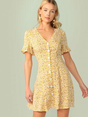 Платье с цветочным принтом, оригинальным рукавом и пуговицами