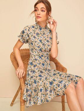 Платье с цветочным принтом, оборкой и пуговицами