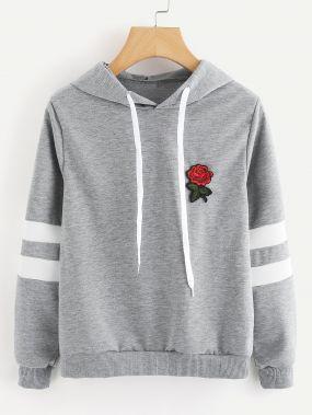 Модный свитшот с капюшоном и цветочной аппликацией