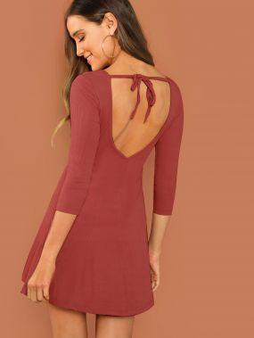 Облегающее платье-клёш с открытой спиной