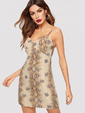 Цветочное платье с змеиным принтом