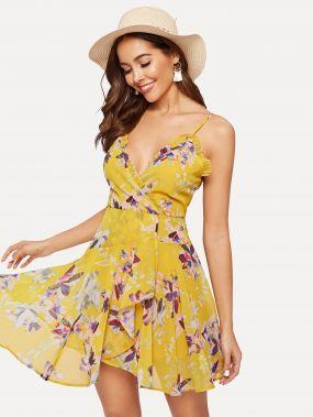 Платье на бретелях с оборкой и цветочным принтом