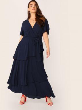 Платье с поясом, оборкой и глубоким V-образным вырезом размера плюс