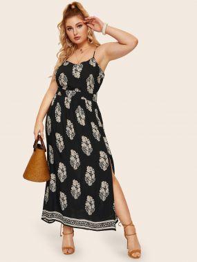 Платье на бретелях с лиственным принтом и разрезом размера плюс