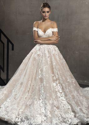 Свадебное платье с шлейфом из кружева 18411