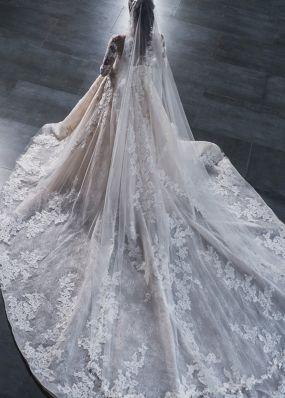 Кружевное свадебное платье с длинными рукавами 18445