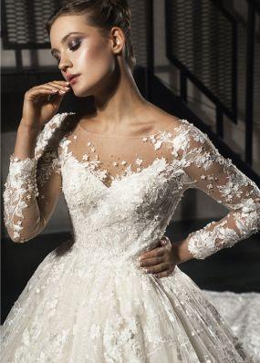 Пышное свадебное платье из кружева со шлейфом 18478