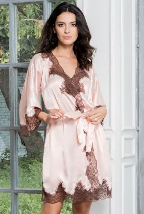 Розовый халат с кружевной отделкой 3103