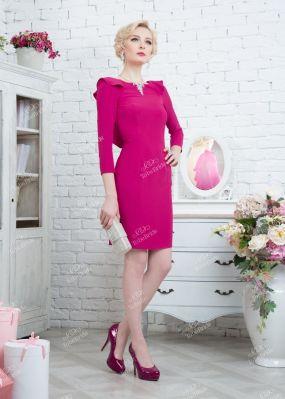 Розовое платье-футляр с глубоким вырезом на спине 320